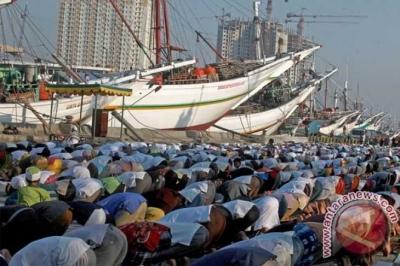 Perbedaan Ulama Seputar Shalat Jumat Jatuh saat Idul Fitri