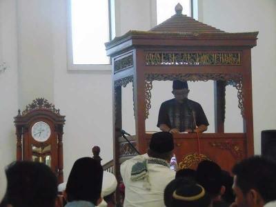 PLT Bupati Tasik Sampaikan Amanat H Uu R Ulum pada Shalat  Idul Fitri 1439H