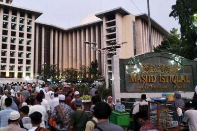 Jelang Shalat Id, Warga Mulai Padati Masjid Istiqlal