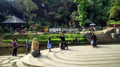 Memaknai Sungai Bersejarah Kota Bandung di Teras Cikapundung