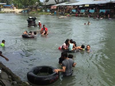 Bate Iliek, Wisata Sungai yang Selalu Ramai