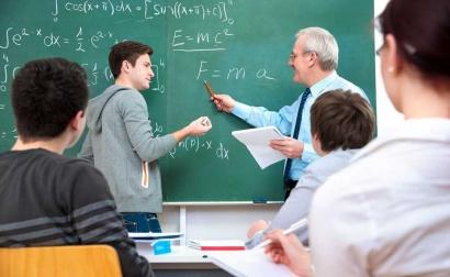Dosen dan Mahasiswa Harus Menjadi Manusia Pembelajar