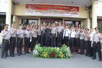 Peringati HUT Bhayangkara Ke-72, Polres Jakarta Barat Gelar Upacara dan Syukuran Bersama