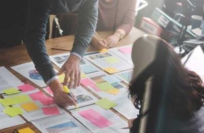 Apa Kelebihan dan Risiko Bekerja dengan Perusahaan Outsourcing Penyedia Situs Web?