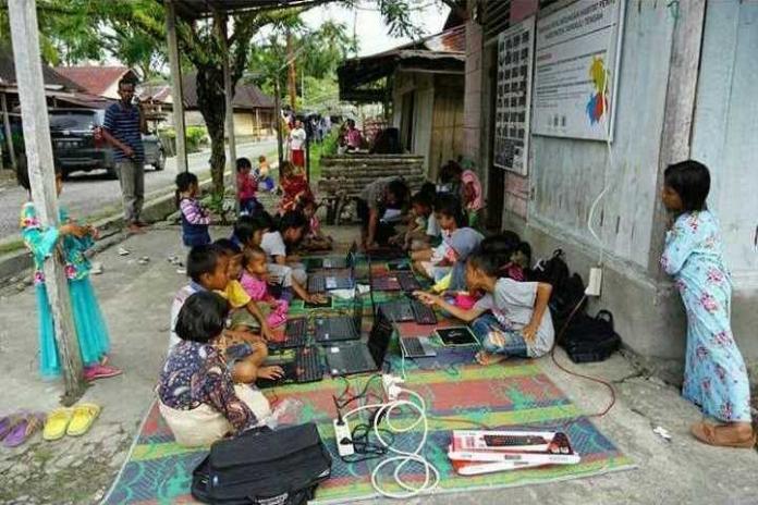 Kelas Anak Indonesia, Kursus Komputer Berbayar Sampah Plastik