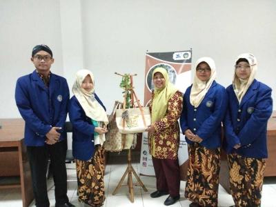 Mahasiswa UNY Memproduksi Tayang (Tas Wayang) sebagai Upaya Melestarikan Kebudayaan yang Ramah Lingkungan
