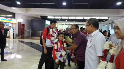 Tim Wushu Junior dan Pemegang Medali Emas Dunia Tiba di Jakarta