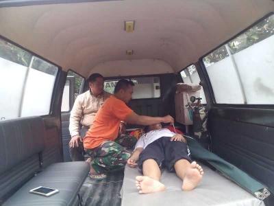 Satgas TMMD Bantu Evakuasi Mahasiswa Peserta KKN