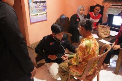 Antusias Warga Dusun Kedawung Menyambut Program Tensi Keliling dari Mahasiswa UMM