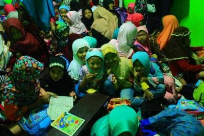 Anak-anak Desa Srigading Antusias Sambut Mahasiswa Muhamaddiyah Malang