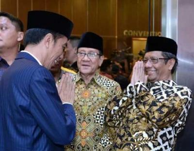 Alasan Mengapa Jokowi Harus Memilih Mahfud MD sebagai Pendampingnya