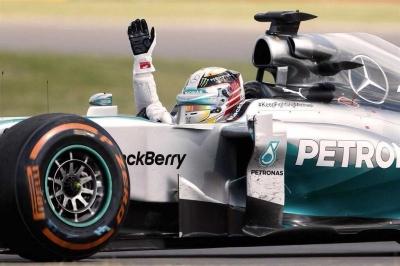 Kecerobohan Vettel Menjadi Berkah Bagi Mercedes