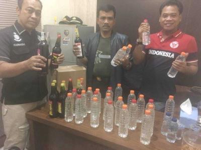 Cegah Guantibmas, Polsek Cengkareng Gelar Razia dan Sita Ratusan Botol Miras
