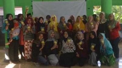 Inovasi Kerupuk Kulit Pisang dari KKN 139 UMM untuk Masyarakat Desa Pagowan Lumajang