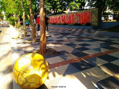 Susuri Trotoar Keren, Cara Asyik Menikmati Indahnya Surabaya
