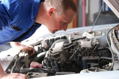 Apa Penyebab Tarikan Mobil Berat Saat AC Mobil Hidup dan Bagaimana Cara Mengatasinya?
