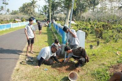 KKN 94 UMM Bangun Penerangan Jalan di Dusun Kedawung