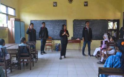 Mahasiswa KKN 10 UMM Ajak Murid-murid SD Gemar Menabung