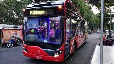 "Naik ""Bus Transjakarta"" di Surabaya, Bayarnya Cukup Pakai Sampah Botol"