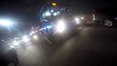 Aksi Pemotor Ini Membantu Ambulans di Tengah Kemacetan Ibu kota Jakarta