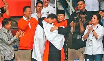 Biar Enggak Stres, Itulah Arti Pelukan Jokowi dan Prabowo buat Pegiat Medsos
