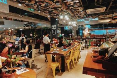 Cafe Juga Bisa Dijadikan Tempat Membaca yang Khidmat