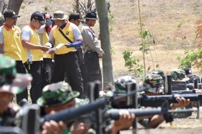 Jalin Sinergitas TNI - Polri Demak Latihan Menembak Bersama