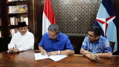 Motif Tersembunyi di Balik Politik Dua Kaki SBY