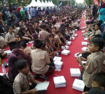 Momentun Hari Jadi Kota Cirebon ke-649 Ditandai dengan Pemecahan Rekor Makan Nasi Lengko
