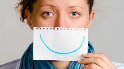 Benarkah Pura-pura Bahagia Mampu Meredakan Nyeri Luka Hati?