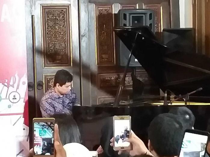 Bermain Piano Satu Tangan, Ananda Sukarlan Tunjukkan Kaum Difabel Juga Bisa Bermain Piano