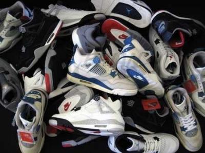 Mengoleksi Sepatu Sneakers