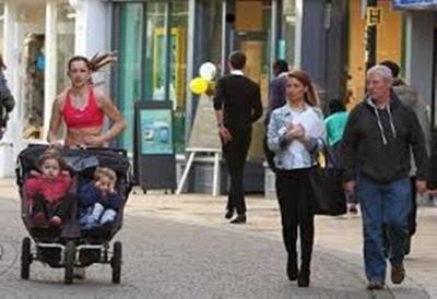 Ini Alasan Mak-emak Inggris Suka Membawa Bayi ke Mana-mana