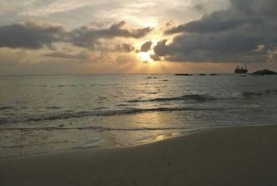 Puisi | Di Pantai Rambak Aku Menunggu