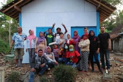Rumah Sederhana untuk Nenek Lumpuh