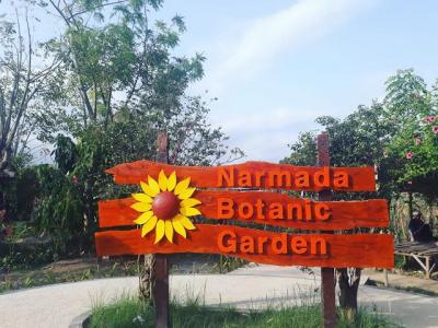 Wisata Botani ala Narmada Botanic Garden