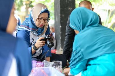 Berkreasi dengan Sampah Bersama Ibu-ibu di Rukun Santoso