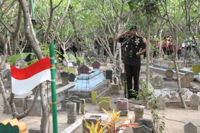 Dandim 0815 Mojokerto Pimpin Ziarah di Makam Syuhada Kemerdekaan KH Nawawi
