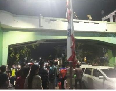 Semoga Jatuhnya Korban Viaduct di Surabaya Membara, Menyadarkan Kita Bahwa Rel Kereta Api Berbahaya