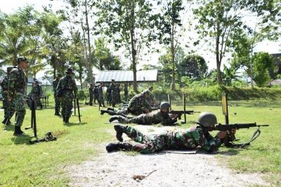 Asah Kemampuan, Seluruh Prajurit Korem 151/Binaiya Latihan Menembak TW IV