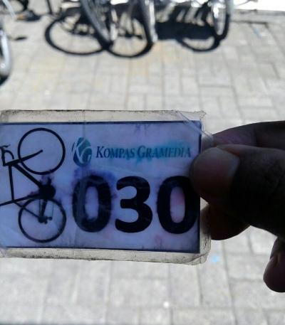 Kartu Parkir Sepeda, Kartu Kecil yang Membuat Hati Berbunga-bunga