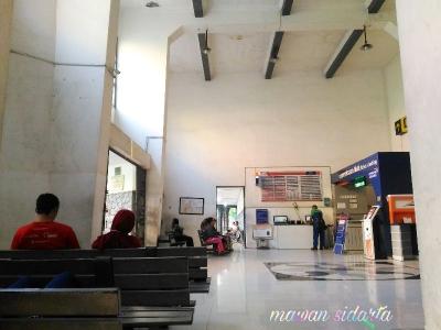 Hal-hal yang Bisa Kamu Lakukan Ketika Menunggu di Stasiun Wonokromo Surabaya