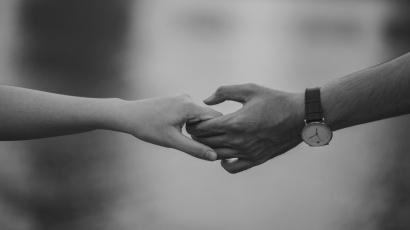 Puisi | Jatuh Cintalah Ketika Semua Terasa Mudah