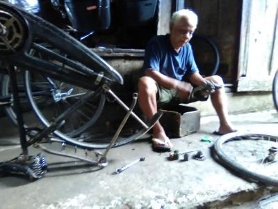 Kisah Tukang Servis Sepeda Tua di Pasar Koplak