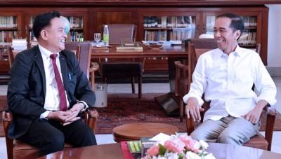 Cara Jokowi Mendekap Yusril
