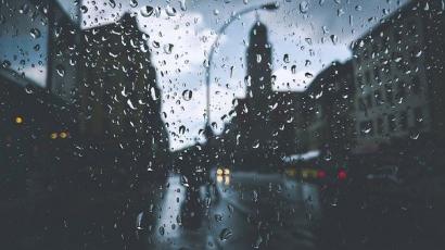 Puisi   Hujan di Kota
