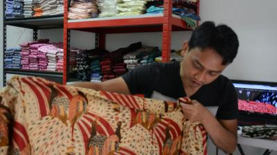 JNE Membuat Pelanggan Makin Percaya pada Batik Pelangi