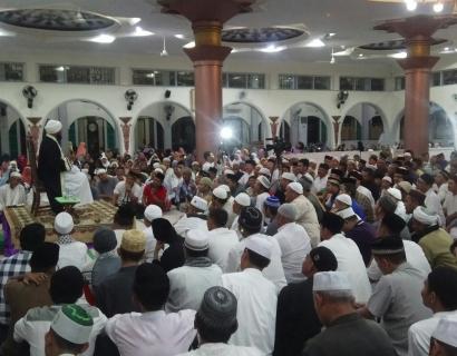 Ustaz dari Papua Kobarkan Semangat NKRI di Masjid Agung Sungailiat