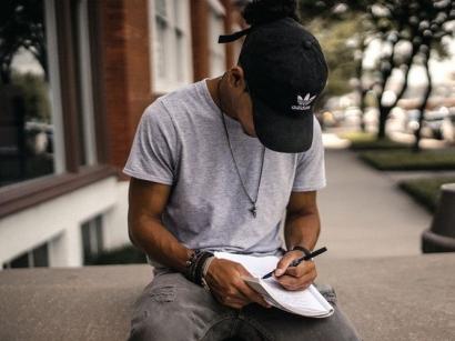 Jangan Berhenti Menulis, Karena Kamu adalah Berlian yang Belum Terasah