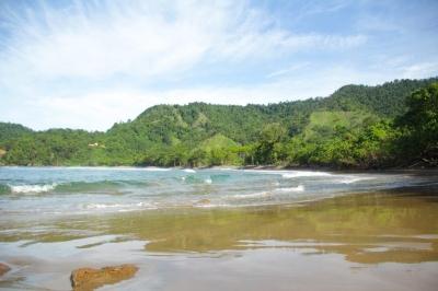 Terjebak Nostalgia di Pantai Karang Gigi Hiu Nan Mempesona